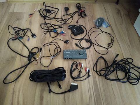 Zestaw kabli i przełączek (SCART, Chinch, SVideo)