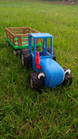 Синій трактор з мультика.