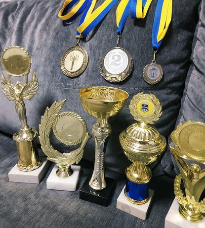 Кубок для награждения в спорте, творчестве