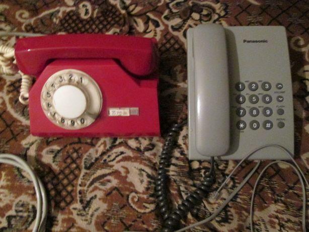 2 стаціонарні антикварні телефони.