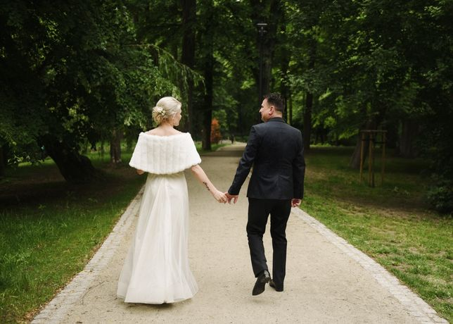 Śliczna delikatna suknia ślubna rozm. 36 + etola
