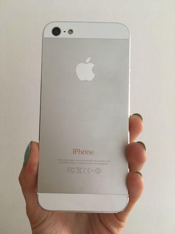 Apple iPhone 5 в рабочем состоянии с наушниками