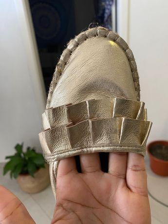 Sandalia dourada tam38