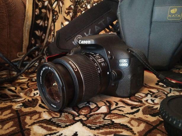 Canon EOS 600D kit 18-55мм