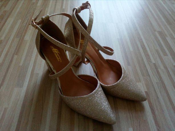 Sprzedam sliczne buty.