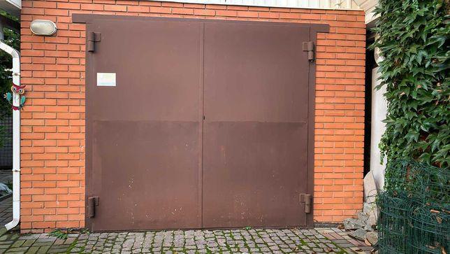Гаражные ворота металлические коричневые