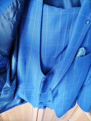 Garnitur męski niebieski