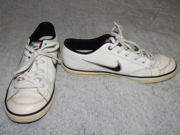 Белые кожаные кроссовки Nike. Размер 35,5 (3).  Ecco, Geox, Clarks