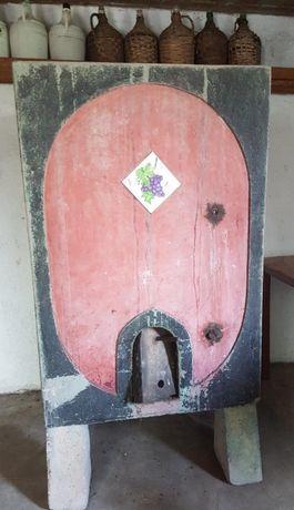 Cuba / Depósito em cimento para vinho ou água
