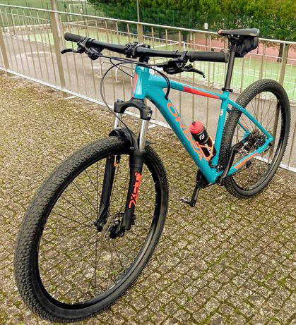Bicicleta BTT roda 29  linda e como nova...poucas horas de uso!!!