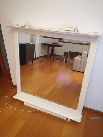 Espelho de sala com iluminação