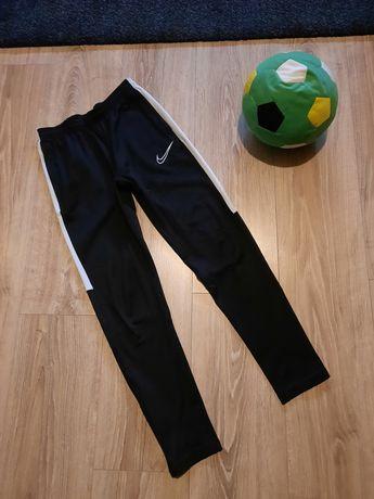 Spodnie Nike dresowe 137-147, 10-12 lat