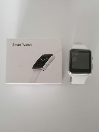 Smartwatch branco (faz e recebe chamadas e mensagens)