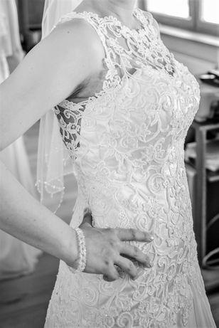 Suknia ślubna, koronka richelieu