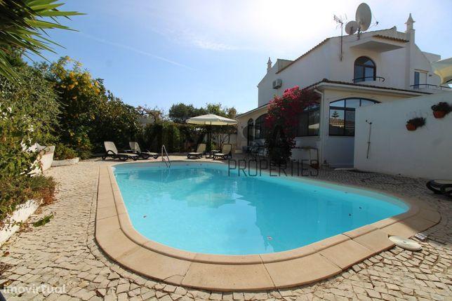 Moradia de 5 quartos com piscina e jardim - Vau