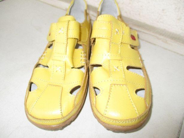 Летние туфельки полностью кожаные новые