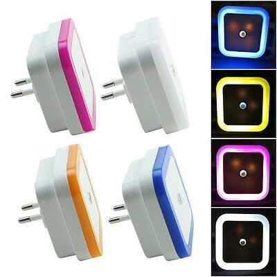 Светильник-ночник в розетку пластиковый с датчиком освещения LED