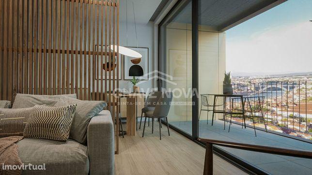 Apartamento T2 com varanda e vista para o Rio Douro e Cidade Porto