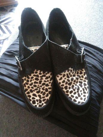 Zamszowe buty typu zelazko