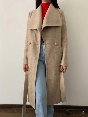 Базове пальто у тілесному кольорі
