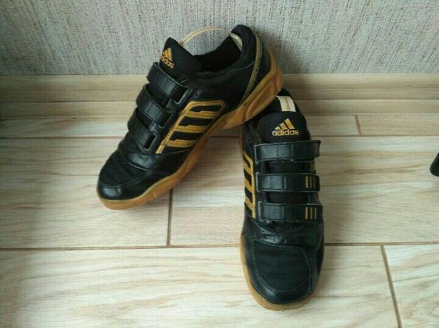 Adidas шкіряні кросівки кросовки