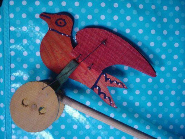 Brinquedo antigo em madeira - Passarinho