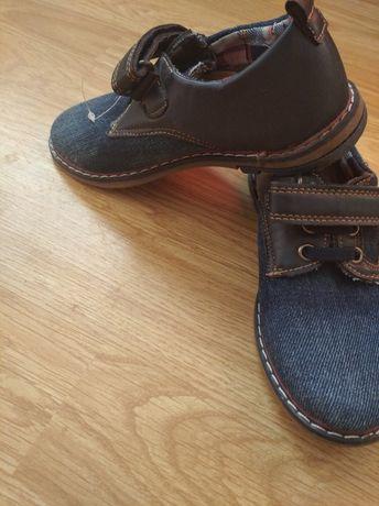 Туфлі макасини. кеды.