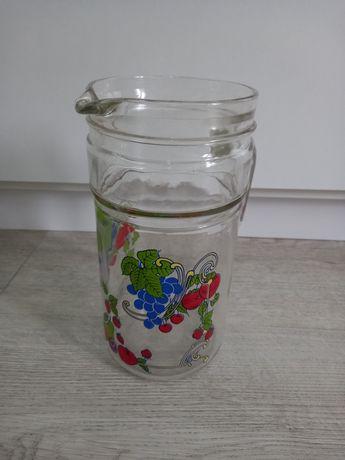 Dzbanek z rączką ze wzorem owoców