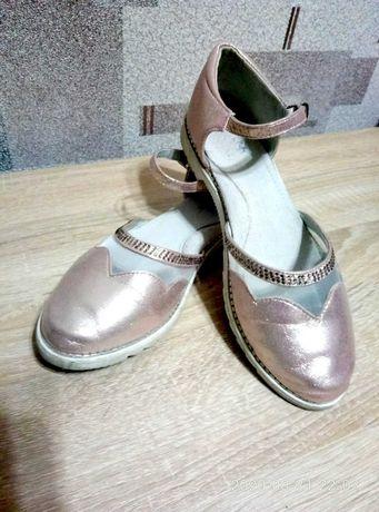 Туфли нарядные 37 р.
