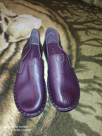 Продам женские туфли- макасины.