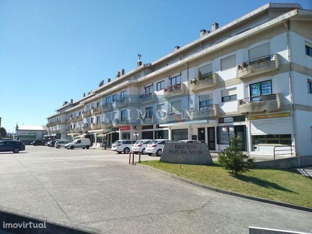 Loja localizada em Grijó, zona envolvente de habitações e...