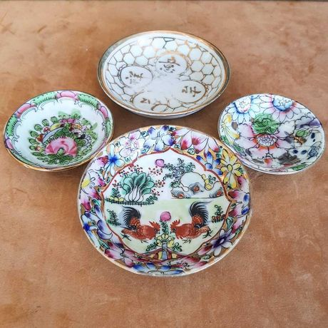 Conjunto de 4 pratos pequenos antigos