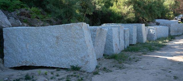 Blocos, Perpianho e Alvenaria para muros de suporte Cinza Real