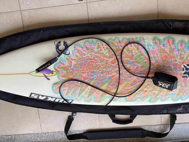 Prancha de Surf PUKAS 6.6 + Capa Dakine + leash Dakine + quilhas fcs