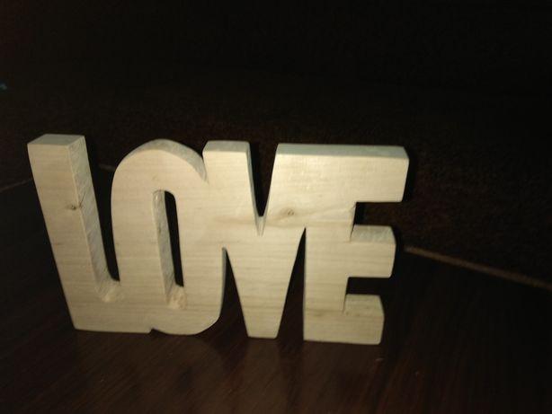 """""""Love"""" із дерева"""