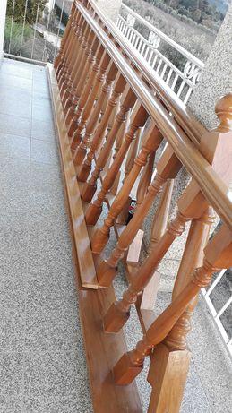 Corrimões para escadas em madeira carvalho maciço