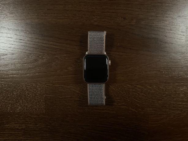 Apple Watch 4 40mm Złoty Gold z opaską sportową różową A1977