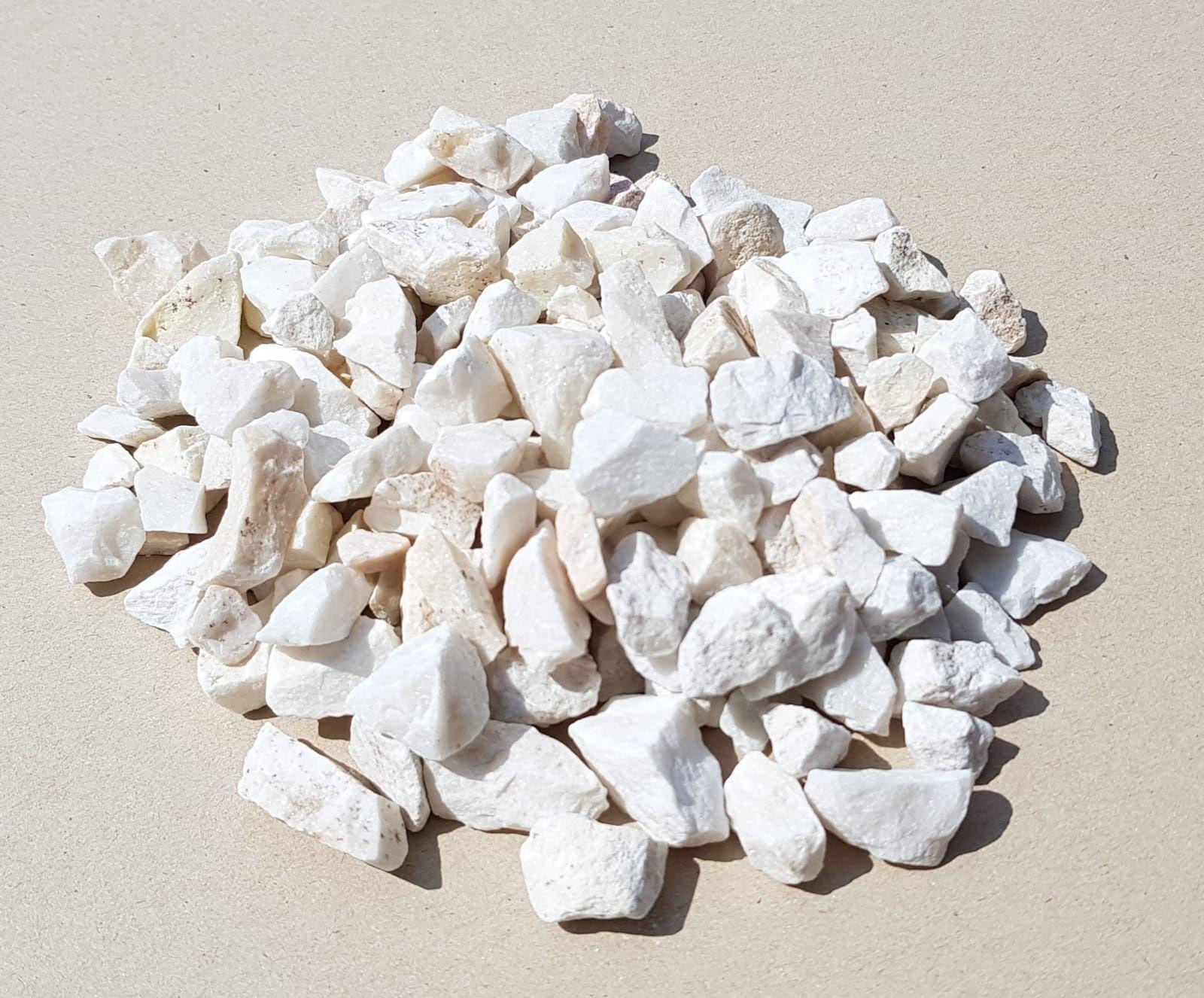 Biała marianna , kamień ozdobny.