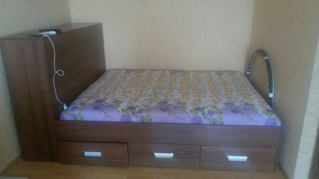 Ліжко двоспальне з тумбою та шуфлядами