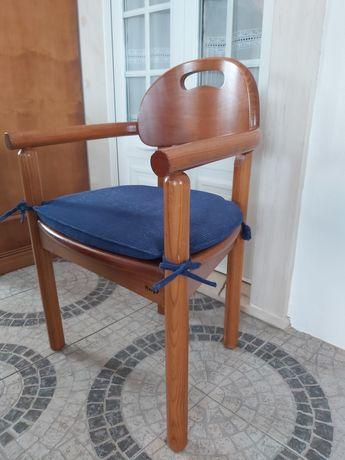 Cadeira e secretária de madeira (Harpa)