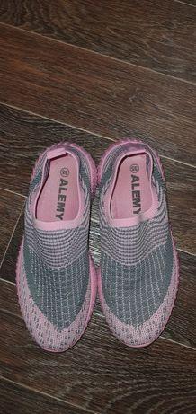 Кеды, кроссовки, тапочки, обувь спортивная для девочки