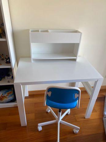 Secretaria com modulo adicional e cadeira IKEA para crianças