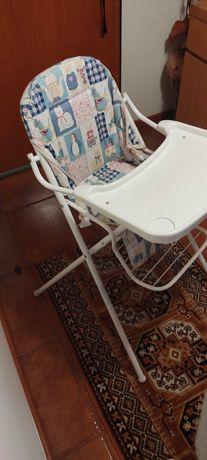 Cadeira de bebê com mesa