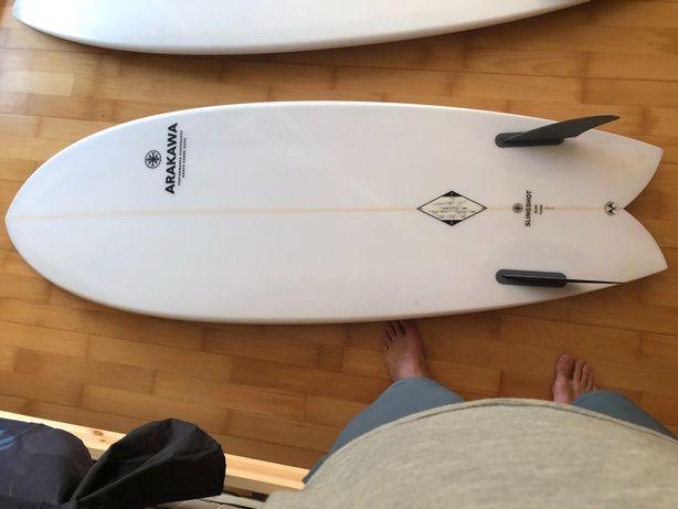Prancha de surf (surfboard) Fish 5'6 Eric Arakawa quase nova.