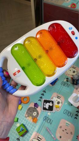 Пианино Фишер прайс. Игрушки на коляску. Музыкальные игрушки