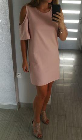 Śliczna pudrowa sukienka z nowoczesnym rękawem + kolczyki