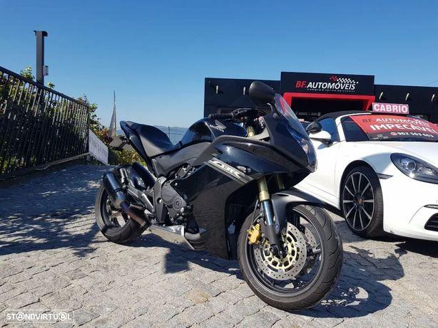 Honda CBR  CBR 600 F (AKRAPOVIC)