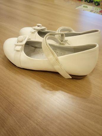 Białe butki dla dziewczynki 35