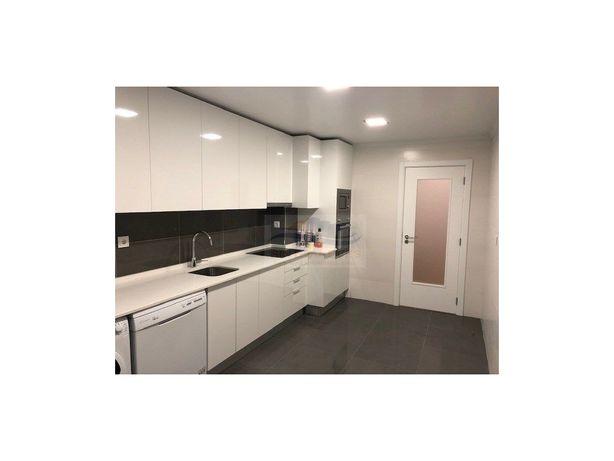 Apartamento remodelado T2 com quintal de 80 m2