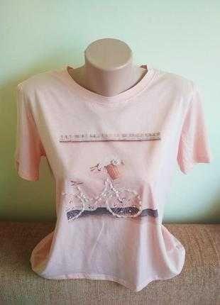 Нарядная летняя футболка с оригинальньім принтом